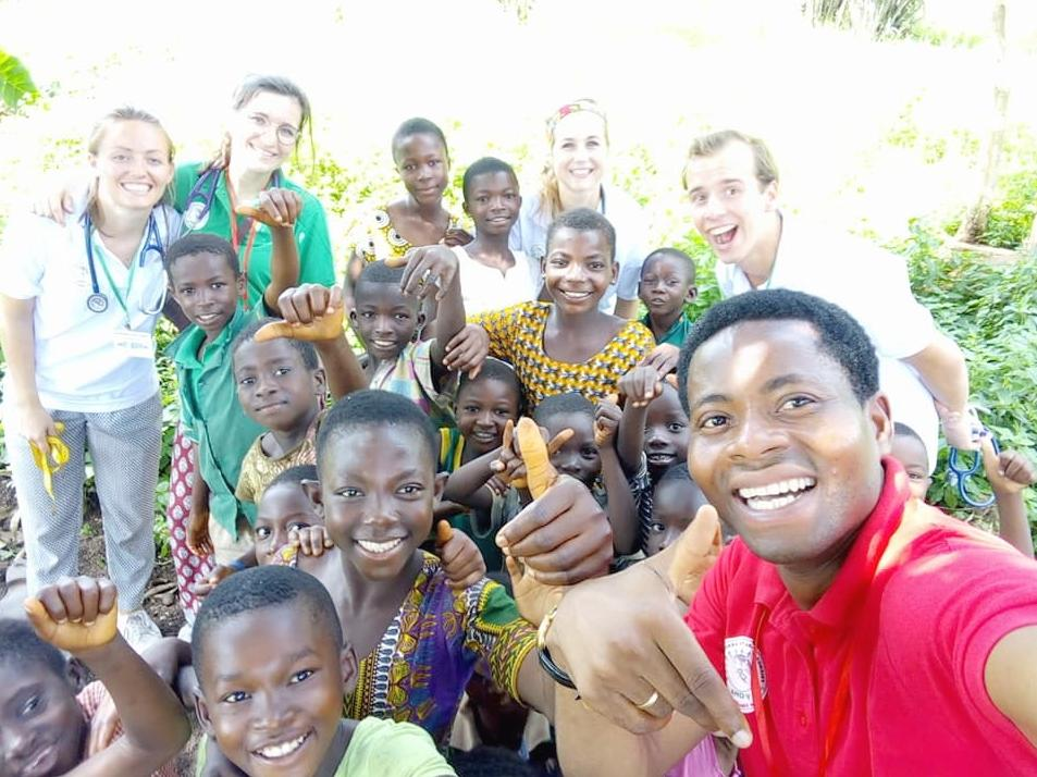 5e098def4 De Stichting Berekum bevordert medische kennis in Afrika
